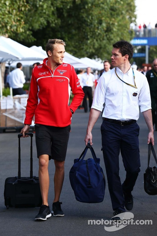 (Esquerda para direita): Max Chilton, Marussia F1 Team, com Alan Van Der Merwe, piloto do carro médi