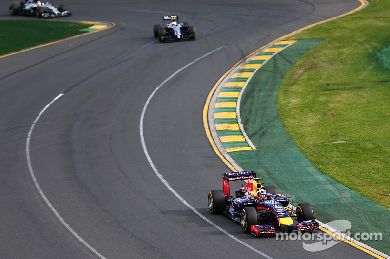 Daniel Ricciardo, Red Bull Racing RB10 leads Kevin Magnussen, McLaren MP4-29