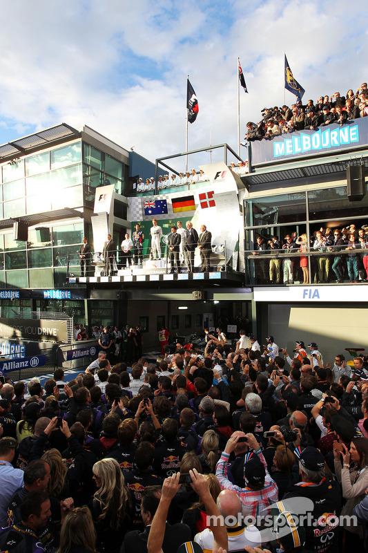 O pódio, Red Bull Racing, segundo; Nico Rosberg, Mercedes AMG F1, vencedor da corrida; Kevin Magnuss