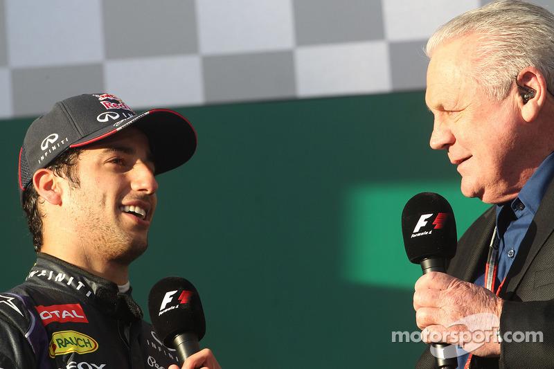 Daniel Ricciardo et Alan Jones sur le podium du GP d'Australie 2014