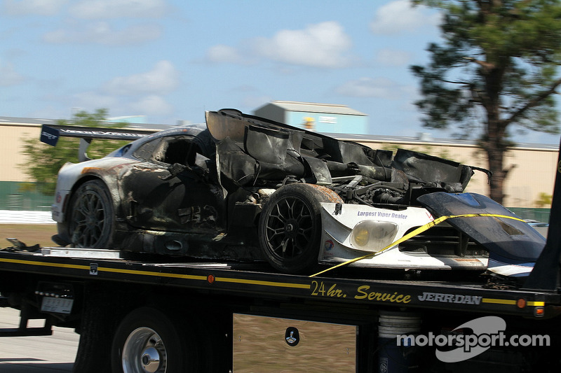 La # 33 Riley Motorsports SRT Viper GT3-R carbonizzata. Ben Keating, Jeroen Bleekemolen, Sebastiaan