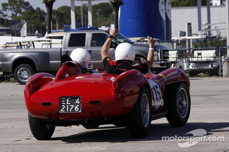 HoF Yardım Turları: Derek Bell Ferrari 250 Testa Rossa sürüyor
