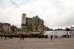 Audi em frente Place des Jacobins