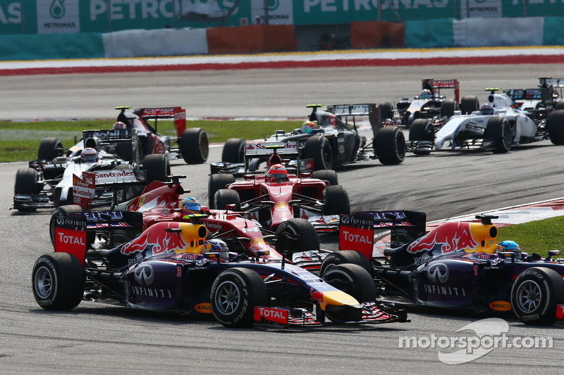 Daniel Ricciardo, Red Bull Racing RB10 and team mate Sebastian Vettel, Red Bull Racing RB10 at the start of the race