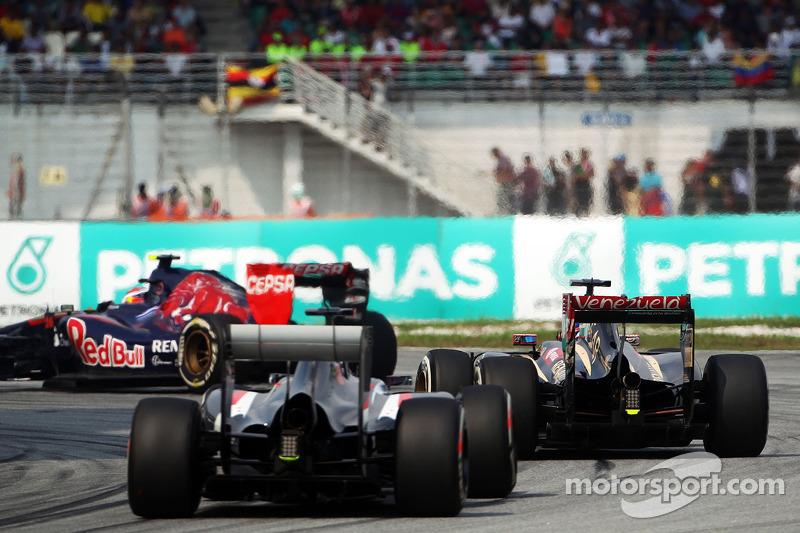 Daniil Kvyat, Scuderia Toro Rosso STR9 Romain Grosjean, Lotus F1 E22 ve Adrian Sutil, Sauber C33