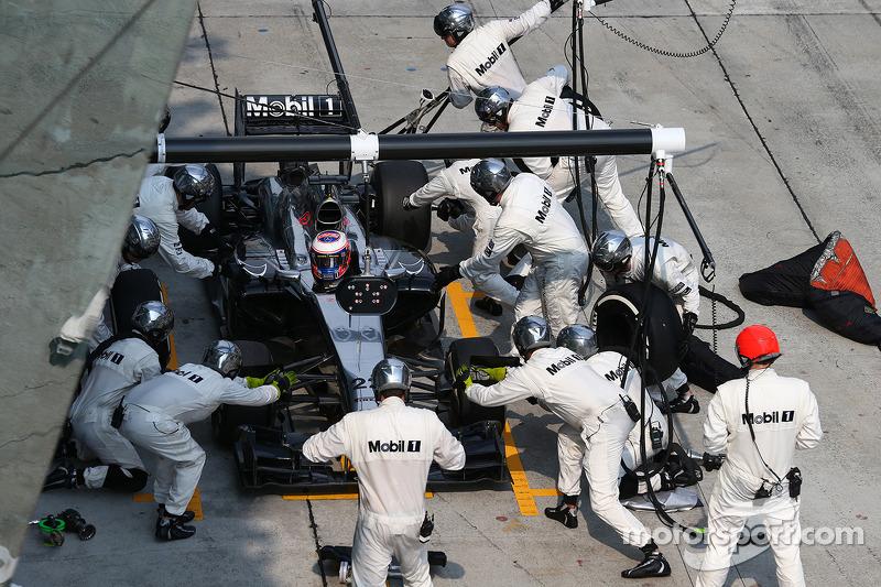 Jenson Button, pit stop McLaren MP4-29