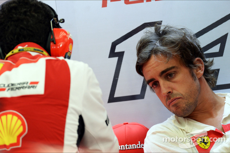 (L to R): Andrea Stella, Ferrari Race Engineer with Fernando Alonso, Ferrari