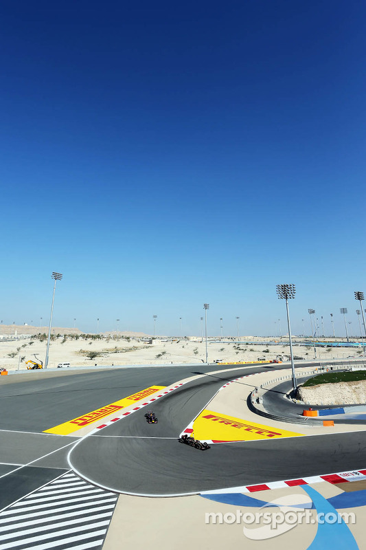 Pastor Maldonado, Lotus F1 E21 y Sebastian Vettel, Red Bull Racing RB10
