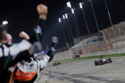 Nico Hulkenberg, Sahara Force India F1 VJM07 passes his team as he finishes fifth
