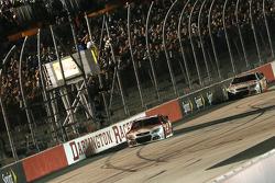 Kevin Harvick, Stewart-Haas Racing Chevrolet ottiene la vittoria