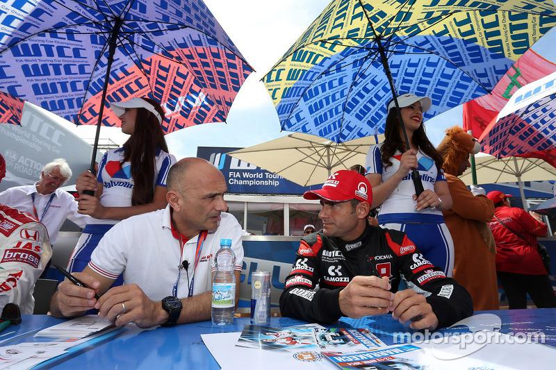Gabriele Tarquini, Honda Civic WTCC, Castrol Honda WTC Takımı ve Gianni Morbidelli, Chevrolet RML Cruze TC1, ALL-INKL_COM Munnich Motorsport