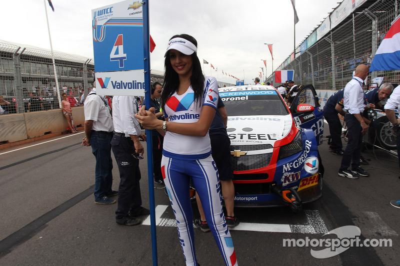 Tom Coronel, Cevrolet RML Cruze TC1, Roal Motorsport e ragazza