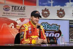 获胜赛车的主人Dale Earnhardt Jr.
