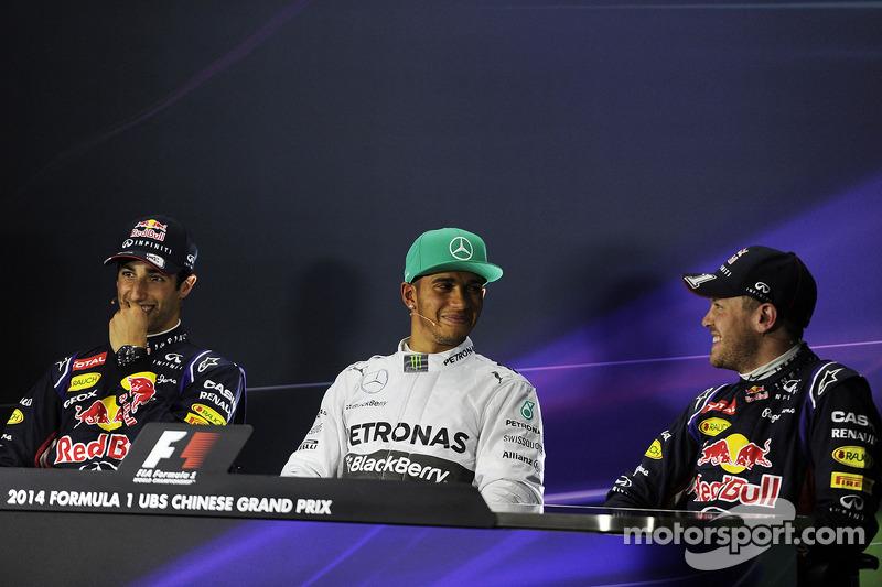La conferenza stampa della FIA, Red Bull Racing, secondo; Lewis Hamilton, Mercedes AMG F1, pole position; Sebastian Vettel, Red Bull Racing, terzo