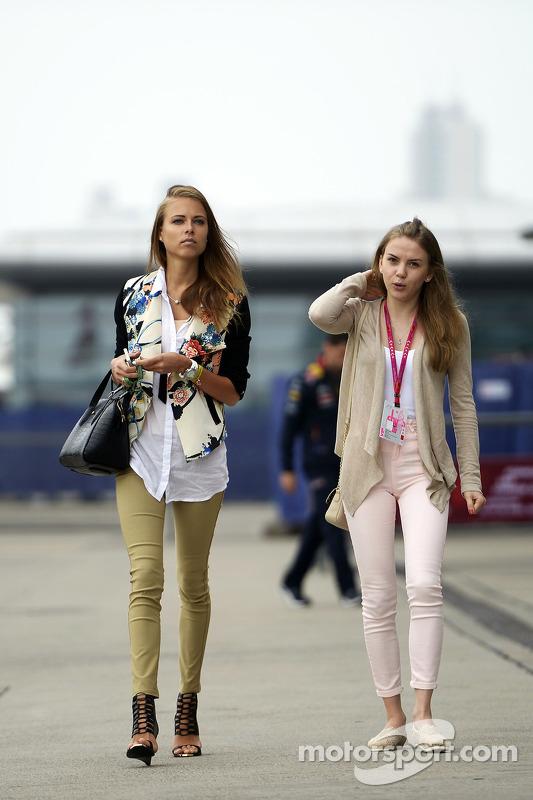 Dasha Kapustina, namorada de Fernando Alonso, Ferrari (Left).