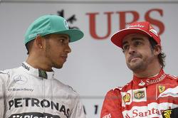 Podio: Ganador de la carrera Lewis Hamilton, Mercedes AMG F1 con Fernando Alonso, Ferrari