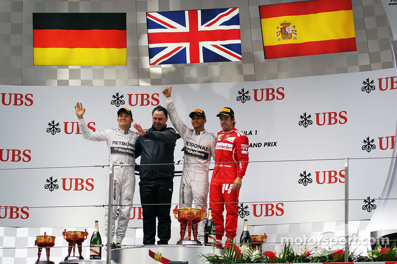 Il podio Nico Rosberg, Mercedes AMG F1, secondo; Ron Meadows, Mercedes GP Team Manager; Lewis Hamilt