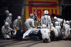 Felipe Massa, Williams FW36 has problems in his pit stop