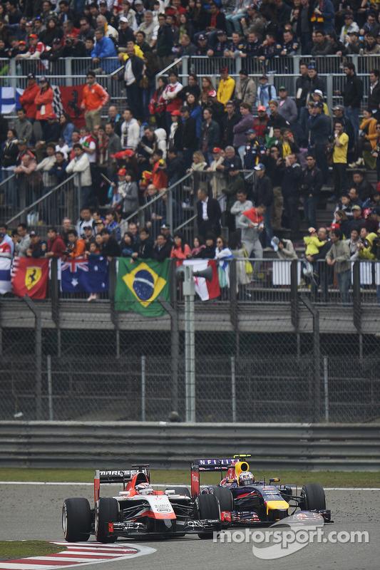 Jules Bianchi, Marussia F1 Team MR03 e Daniel Ricciardo, Red Bull Racing RB10