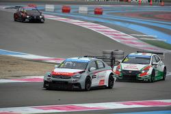 Yvan Muller, Citroën C-Elysee WTCC, Citroën Total WTCC and and Gabriele Tarquini, Honda Civic WTCC, Castrol Honda WTCC Team