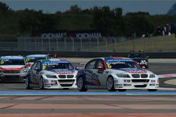 Franz Engstler, 320 TC, Liqui Moly Team Engstler leads Pasquale Di Sabatino, BMW 320 TC, Liqui Moly Team Engstler