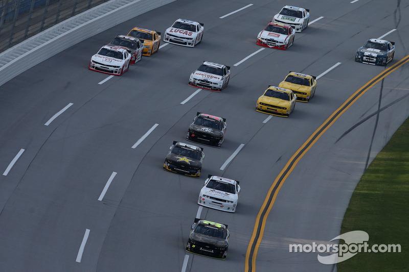Un grupo de autos durante la clasificación