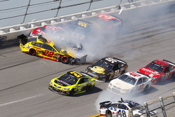 Crash for Joey Logano, Team Penske Ford, Kurt Busch, Stewart-Haas Racing Chevrolet, David Ragan, Front Row Motorsports Ford, Michael McDowell