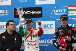 2nd position Tiago Monteiro, Honda Civic WTCC, Castrol Honda WTCC Team, Dominik Greiner, Team Principal, ALL-INKL_COM Munnich Motorsport  and Gianni Morbidelli, Chevrolet RML Cruze TC1, ALL-INKL_COM Munnich Motorsport race winner