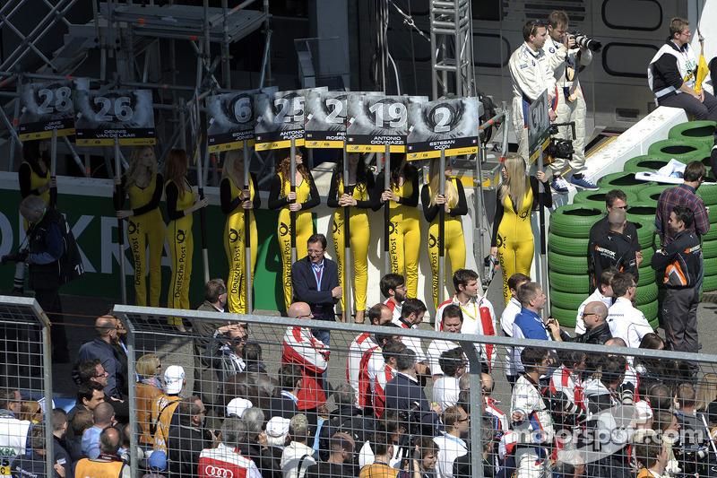 Ragazze aspettano la prossima gara