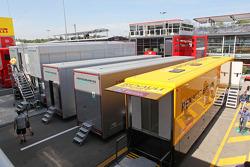 Camion della Renault F1 Sport e del team Mercedes AMG F1 nel Paddock