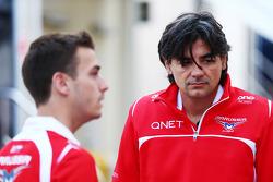 (Da sinistra a destra): Jules Bianchi, Marussia F1 Team con Francesco Nenci, Marussia F1 Team ingegnere di pista