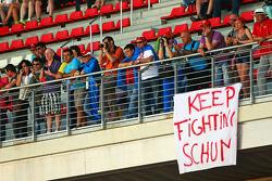 faixa de apoio a Michael Schumacher, na arquibancada