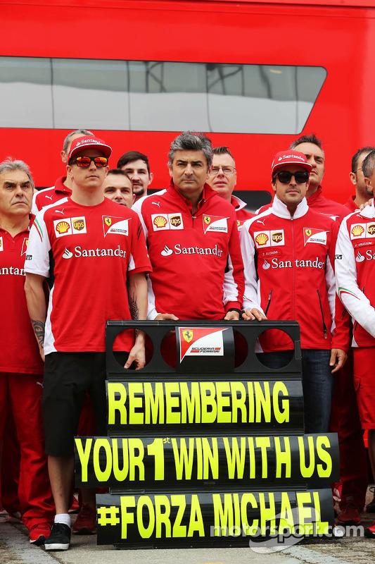 (Esquerda para direita): Kimi Raikkonen, Ferrari, Marco Mattiacci, chefe de equipe da Ferrari, Fernando Alonso, Ferrari, em comemoração do GP de Barcelona em 1996, primeira vitória de  Michael Schumacher na Ferrari