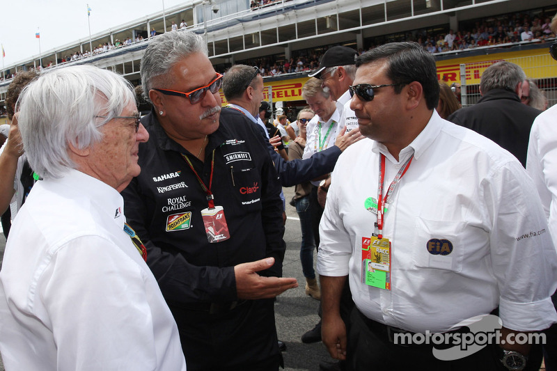 (L to R): Bernie Ecclestone, with Dr. Vijay Mallya, Sahara Force India F1 Team Owner and Farhan Vohra, FIA on the grid