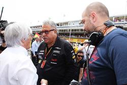 Bernie Ecclestone avec Vijay Mallya et Gérard Lopez