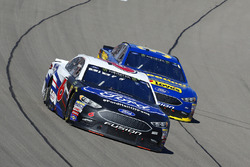 Trevor Bayne, Roush Fenway Racing, Ford Fusion Ford and David Ragan, Front Row Motorsports, Ford Fusion Speedco