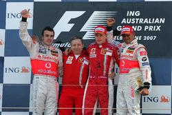 Podium: winnaar Kimi Raikkonen, Ferrari, tweede Fernando Alonso, McLaren, derde Lewis Hamilton, McLaren, Jean Todt, Ferrari CEO