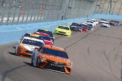 Daniel Suarez, Joe Gibbs Racing, Toyota Camry ARRIS and Ryan Blaney, Team Penske, Ford Fusion Devilbiss