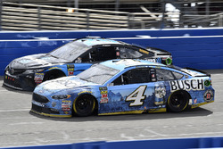 Kevin Harvick, Stewart-Haas Racing, Ford Fusion Busch Beer, Erik Jones, Joe Gibbs Racing, Toyota Camry Sirius XM