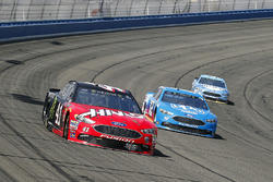 Kurt Busch, Stewart-Haas Racing, Ford Fusion Haas Automation/Monster Energy and Ryan Blaney, Team Penske, Ford Fusion PPG