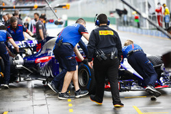 Toro Rosso engineers return Brendon Hartley, Toro Rosso STR13 Honda, to the garage