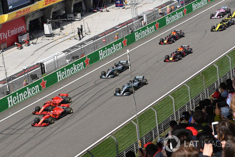 Vettel lidera la salida