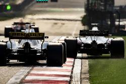 Romain Grosjean, Haas F1 Team VF-18 Ferrari, runs wide ahead of Nico Hulkenberg, Renault Sport F1 Team R.S. 18