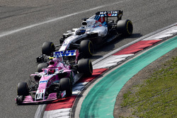 Esteban Ocon, Force India VJM11 e Lance Stroll, Williams FW41