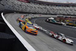Brad Keselowski, Team Penske, Ford Fusion Discount Tire and Ricky Stenhouse Jr., Roush Fenway Racing, Ford Fusion SunnyD