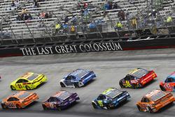 Joey Logano, Team Penske, Ford Fusion Autotrader and Paul Menard, Wood Brothers Racing, Ford Fusion Menards / Dutch Boy