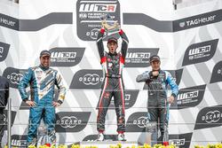 Подиум: победитель Эстебан Герьери, ALL-INKL.COM Münnich Motorsport, второе место – Пепе Ориола, Team OSCARO by Campos Racing, третье место – Фредерик Вервиш, Audi Sport Team Comtoyou
