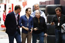 Felipe Massa, Williams Martini Racing, et Jean Todt, Président de la FIA, visitent le paddock