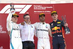 Valtteri Bottas, Mercedes AMG F1, 2nd position, Peter Bonnington, Race Engineer, Mercedes AMG, Lewis Hamilton, Mercedes AMG F1, 1st position, Max Verstappen, Red Bull Racing, 3rd position, on the podium