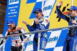 Yarış galibi Sete Gibernau, 2. Valentino Rossi, 3. Alex Barros